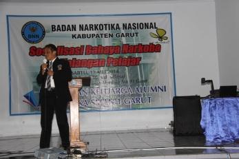 Deputi Pemberantasan BNN RI Brigjen Pol. Drs. Deddy Fauzi Elhakim, MH sesepuh alumni SMAN 1 Garut menyampaikan gambaran singkat mengenai peredaran gelap narkotika di Indonesia