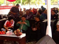 Kepala BNNK Garut AKBP Widayati , sedang menyampaikan beberapa informasi kasus kejahatan narkotika di Kabupaten Garut kepada Bupati Garut dan Setda Garut. (Fhoto: BNNK Garut)